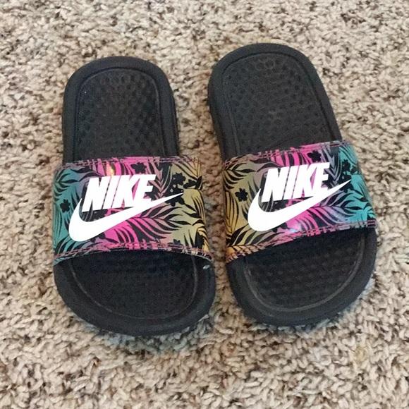 new york e18c2 53b3b Girls Nike sliders